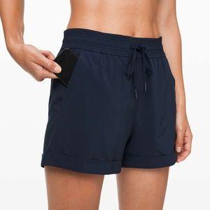 BNWT! Lululemon Spring Break Away Shorts, Navy, 14